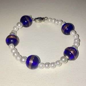 Blue and White clasped bracelet